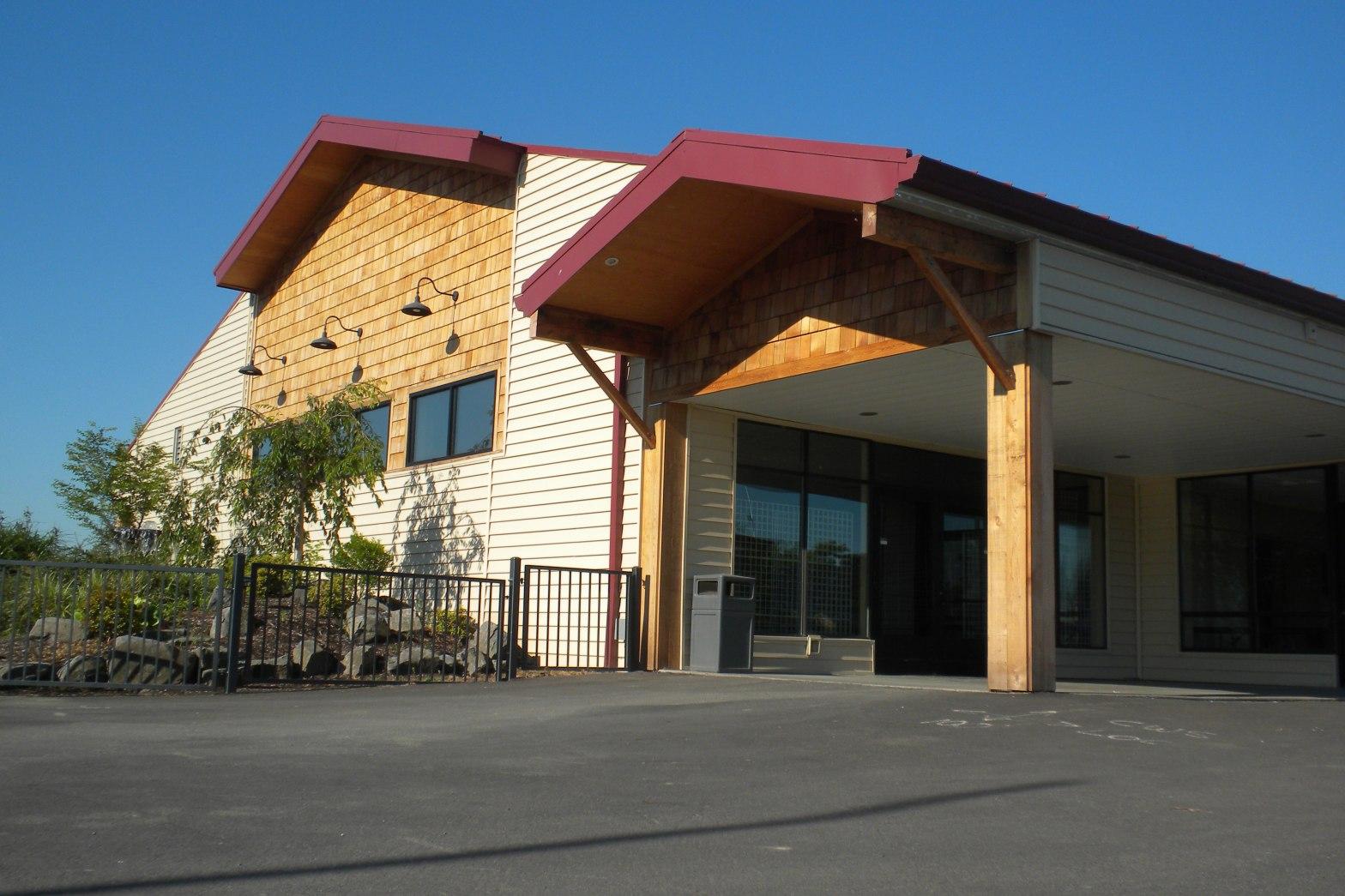 Cloverleaf building Westside Commons